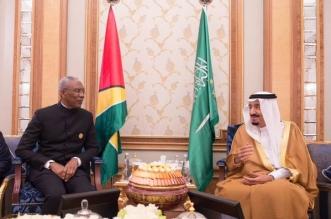 #خادم_الحرمين يلتقي رئيس غويانا التعاونية على هامش #قمة_الرياض - المواطن