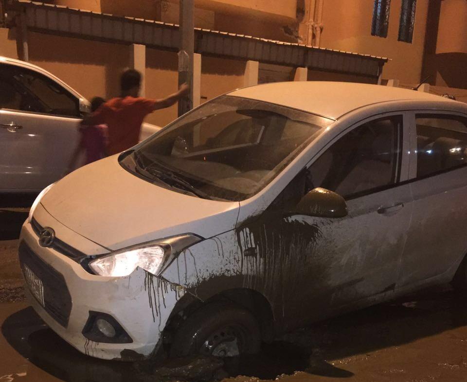 فتحات الصرف تصطاد سيارات المواطنين بجازان (3)
