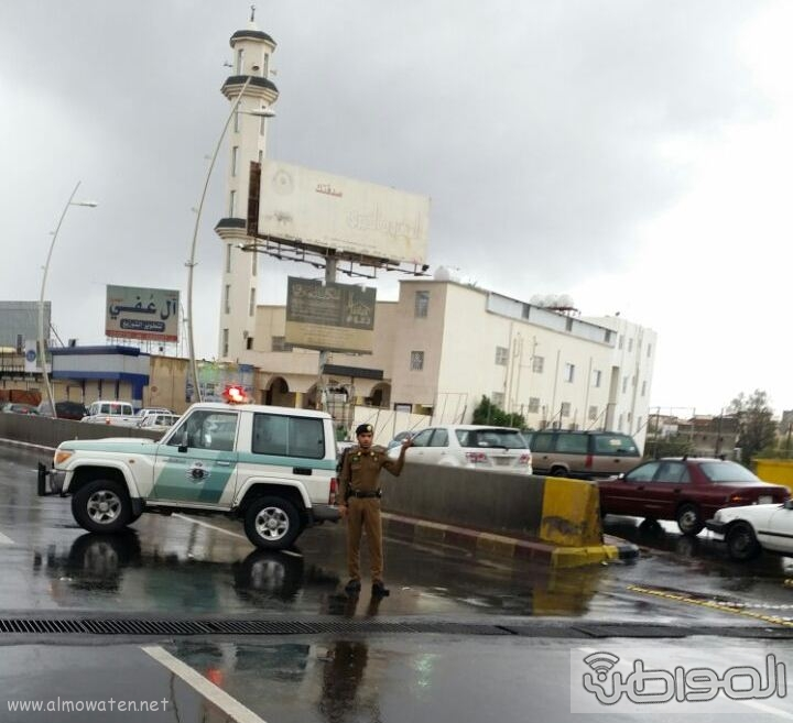 فتح نفق الغروي بعد اغلاقه بسبب الامطار بـ خميس مشيط (3)