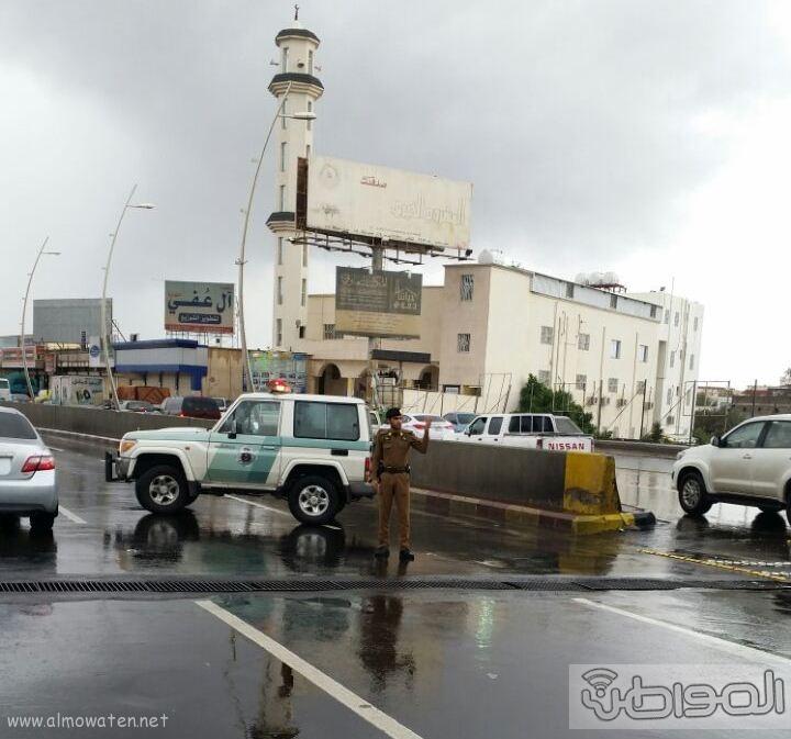 فتح نفق الغروي بعد اغلاقه بسبب الامطار بـ خميس مشيط (4)