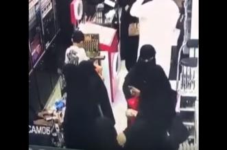 بالفيديو .. حتى الفتيات دخلن دائرة اللصوصية!! - المواطن