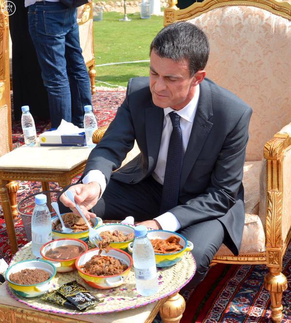 بالصور.. رئيس وزراء #فرنسا يتناول فطوراً شعبياً في #الدرعية - المواطن
