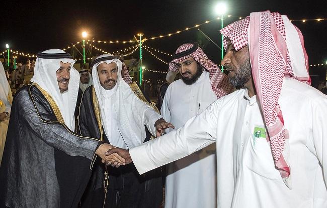 فريق العمل أثناء السلام على سمو أمير القصيم