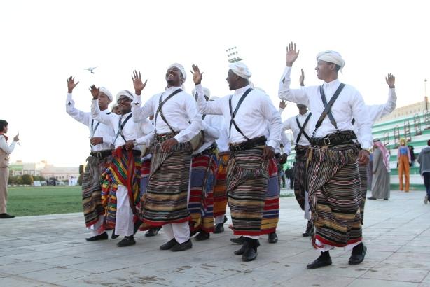 فعاليات كرنفال الجوف في مهرجان الزيتون (3)