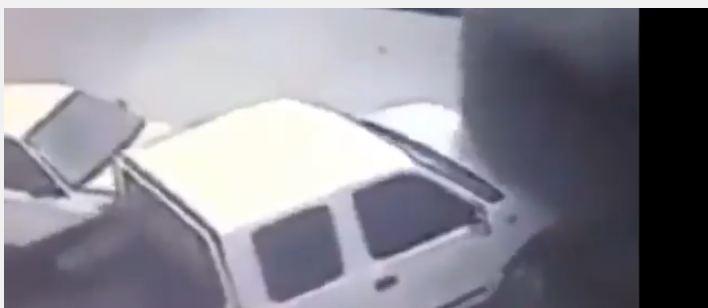 بالفيديو.. فورد مسرعة تصدم مركبة متوقفة ثم تهرب من الموقع