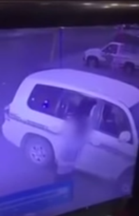 فيديو مستهجن.. عائلة تسرق محل خضراوات أثناء الصلاة
