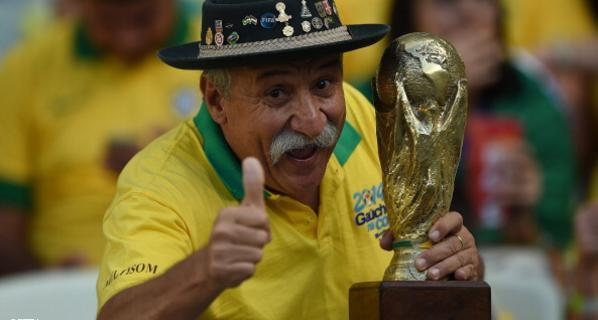 فيرناديز-مشجع-منتخب-البرازيل