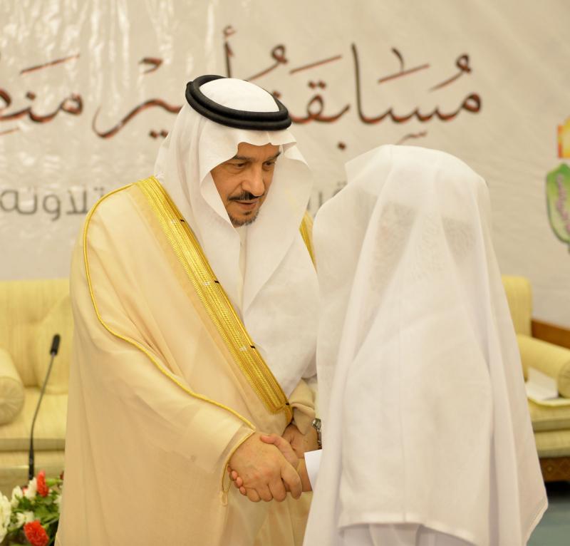 فيصل بن بندر يُكرم الفائزين في مسابقة أمير الرياض للقرآن (373262242) 