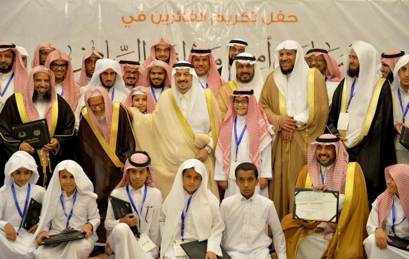 فيصل بن بندر يُكرم الفائزين في مسابقة أمير الرياض للقرآن (373262250) 