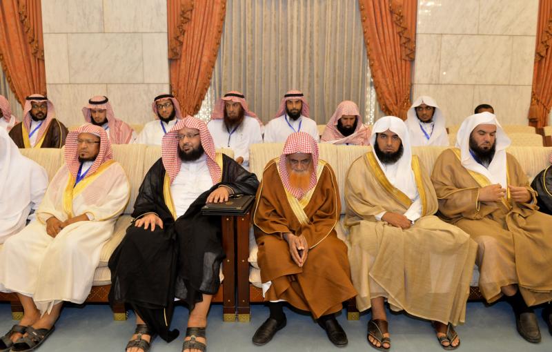 فيصل بن بندر يُكرم الفائزين في مسابقة أمير الرياض للقرآن (373262256) 