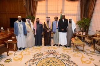 فيصل بن خالد يستقبل آل خزيم المتنازلين عن المقيم الصومالي
