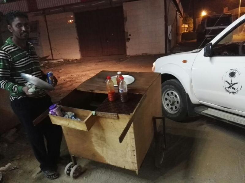 في أحد المسارحة.. البلدية تصادر غذاء (312401293) 