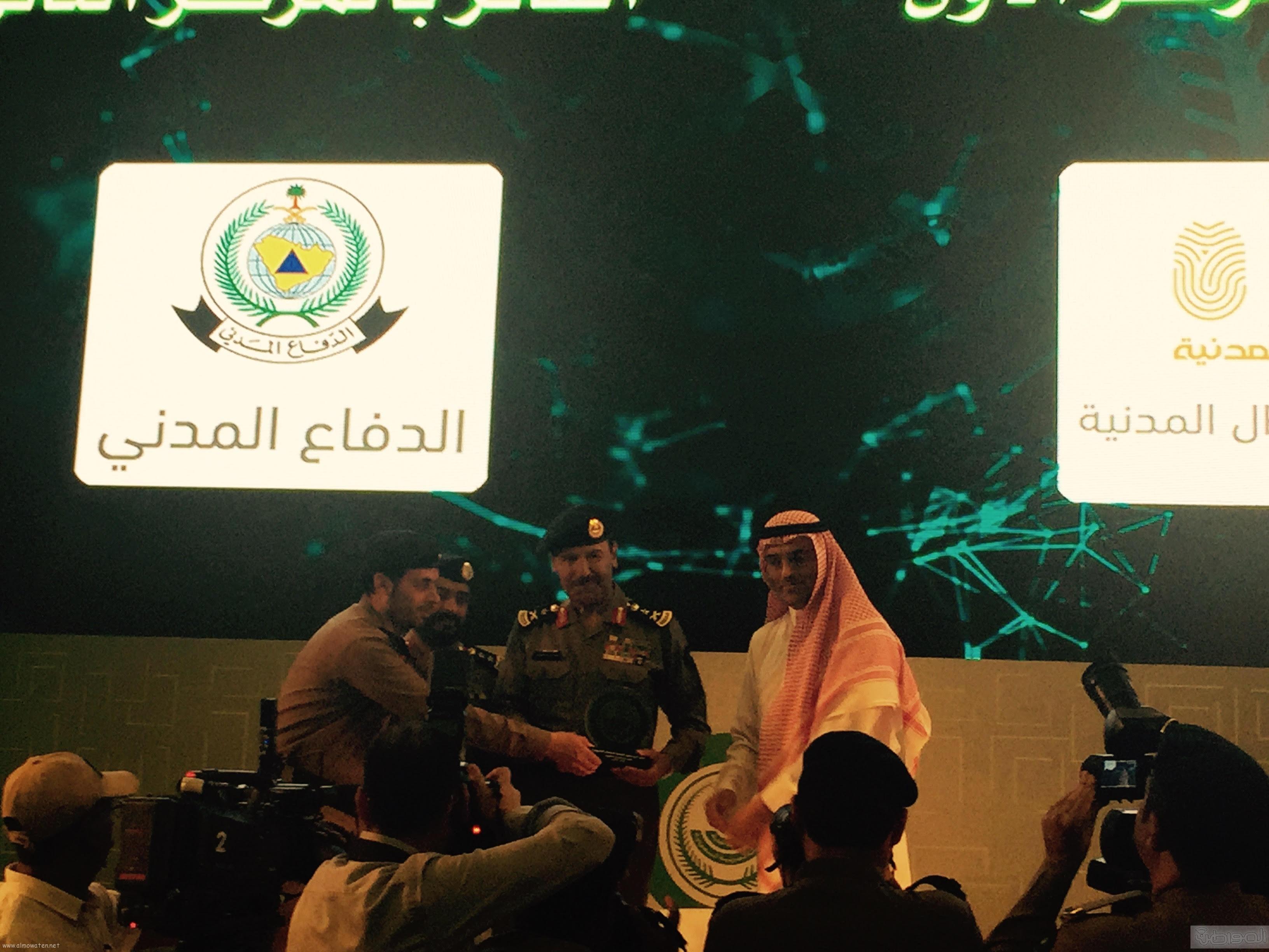 في ختام ملتقى أبشر للتعاملات الالكترونية الجوازات تفوز بثلاث جوائز (2)