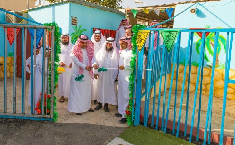 قائد مدرسة خالد الوذيناني يحول مبني مدرسة قديم الي واحة جاذبة للطلاب (2)
