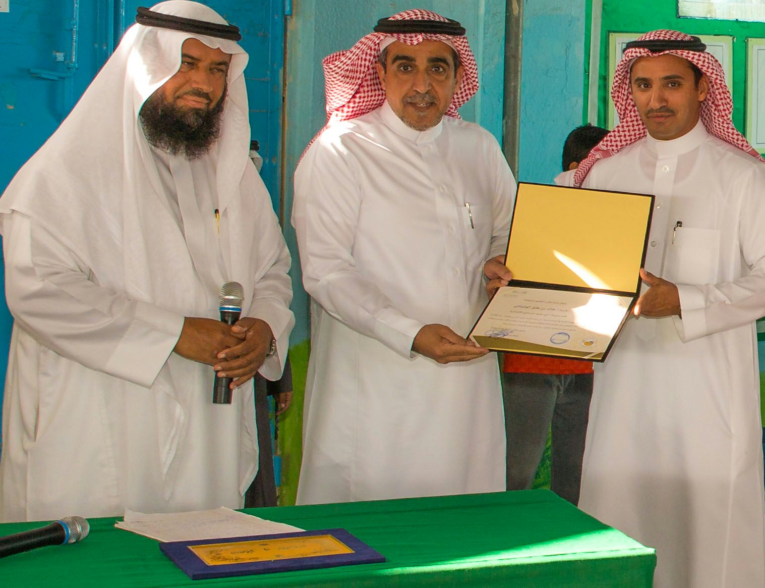 قائد مدرسة خالد الوذيناني يحول مبني مدرسة قديم الي واحة جاذبة للطلاب (4)