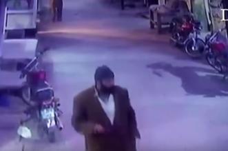 فيديو جديد يظهر ملامح وجه مغتصب وقاتل الطفلة زينب - المواطن