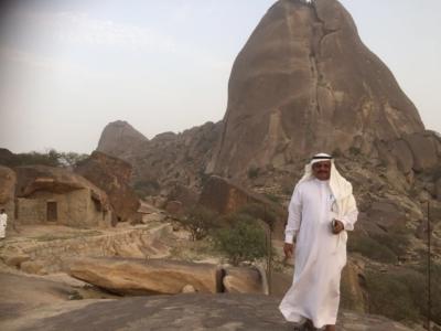 قافلة الإعلام السياحي تقف على الأماكن التاريخية والتراثية بالباحة (34669068) 