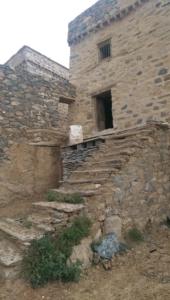 قافلة الإعلام السياحي تقف على الأماكن التاريخية والتراثية بالباحة (34669078) 