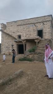قافلة الإعلام السياحي تقف على الأماكن التاريخية والتراثية بالباحة (34669079) 