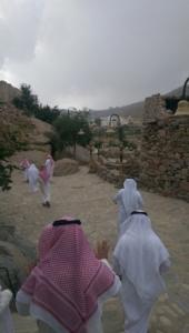 قافلة الإعلام السياحي تقف على الأماكن التاريخية والتراثية بالباحة (34669082) 