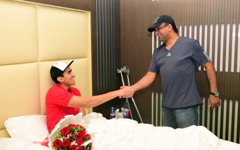 قام المشرف العام على الفريق حسام أبوداود برفقة مدرب الحراس مسعود بزيارة الحارس راغد نجار في مجمع سبيتار الطبي