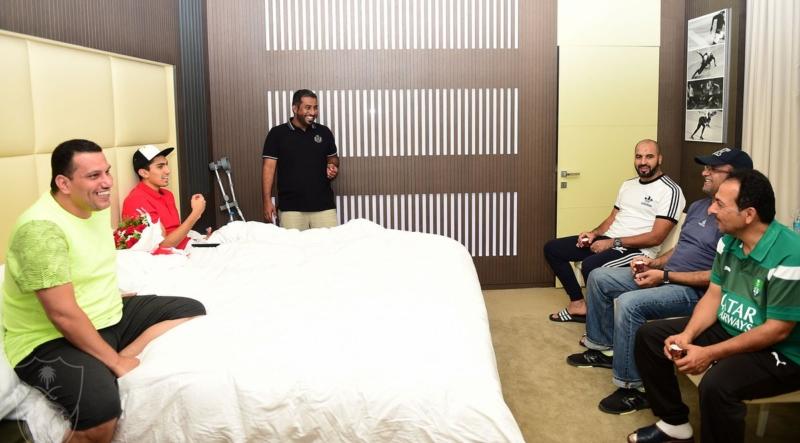 قام المشرف العام على الفريق حسام أبوداود برفقة مدرب الحراس مسعود بزيارة الحارس راغد نجار في مجمع سبيتار الطبي1
