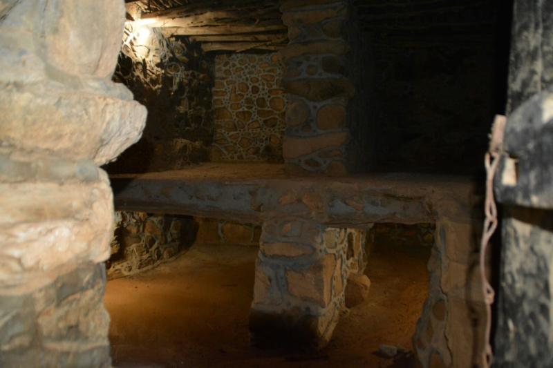 قرية آل عليان الأثرية.. مقبرة عكس اتجاه القبلة ومنازل أثرية (210696104) 