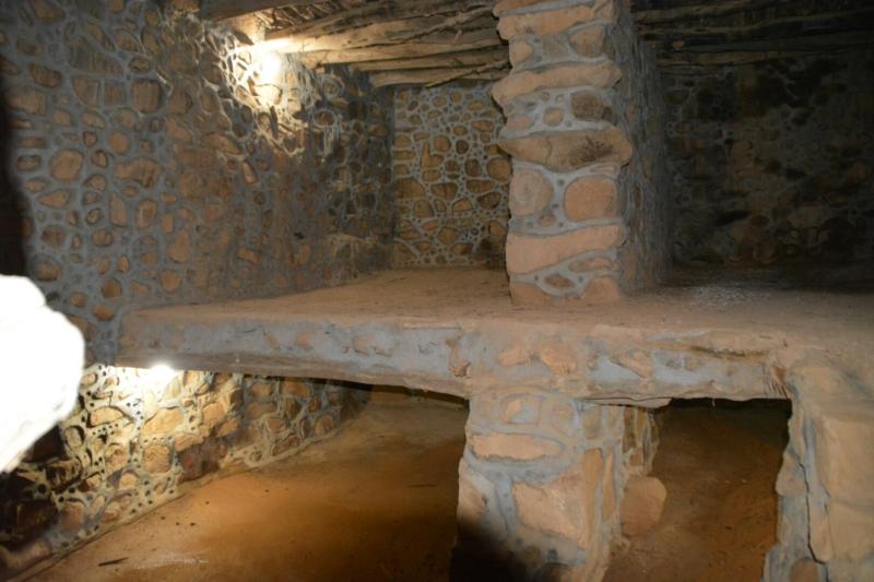 قرية آل عليان الأثرية.. مقبرة عكس اتجاه القبلة ومنازل أثرية (210696105) 