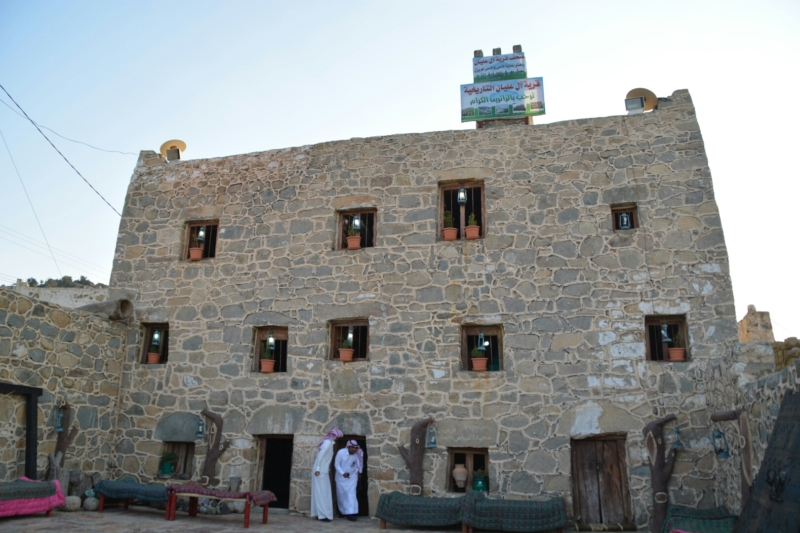 قرية آل عليان الأثرية.. مقبرة عكس اتجاه القبلة ومنازل أثرية (210696108) 