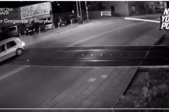 بالفيديو.. قائد مركبة متهور يكسر حاجز القطار ويمر كالبرق أمامه - المواطن