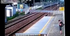شاهد.. الفتاة المتهورة ركضت أمام القطار فكانت نهايتها بشعة - المواطن