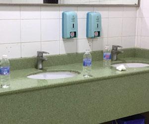 قوارير المياه في المستشفى