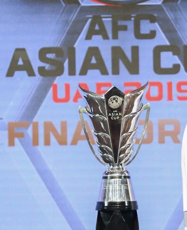 بالصور.. الكشف عن كأس آسيا 2019 وكرة البطولة الرسمية