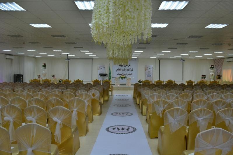 كلية البنات بالخفجي تزف 460 طالبة من خريجاتها (1)