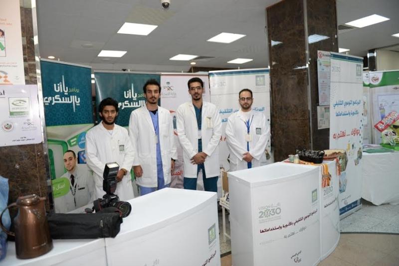 كلية الصيدلة بجامعة الملك خالد تشارك في فعاليات اليوم العالمي للمسنين1