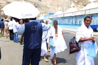 """كوادر """"السعودية للكهرباء"""" بالمشاعر المقدسة يهدون الحجيج مظلّات ومياه باردة - المواطن"""