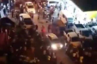 شاهد.. خروج أعداد كبيرة من الكويتيين إلى الشوارع خوفًا من الهزة الأرضية - المواطن