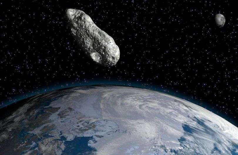 الهرم الأكبر يندفع نحو الأرض بسرعة هائلة