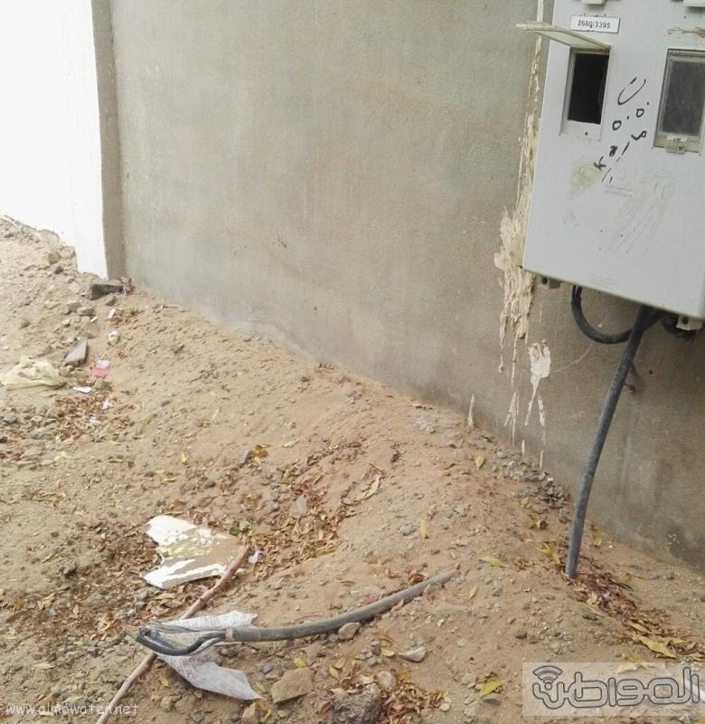 كيبل كهربائي مكشوف يهدد حياة سكان حي السامر بجدة (2)