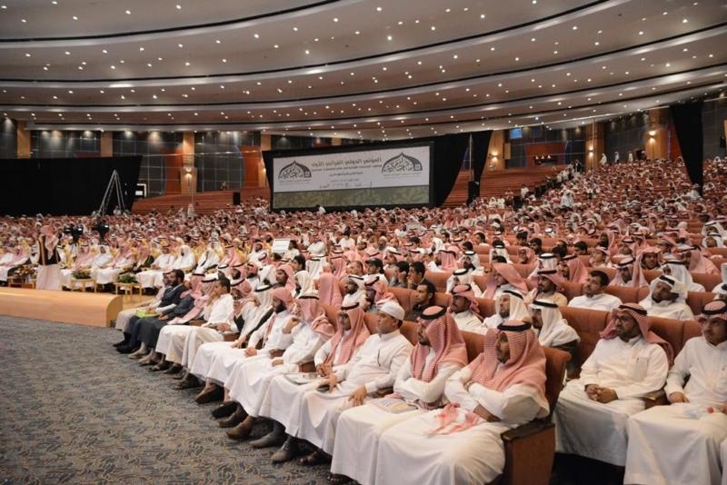 كيف عالج المؤتمر الدولي القرآني الأول بجامعة الملك خالد المشكلات الاعتقادية!