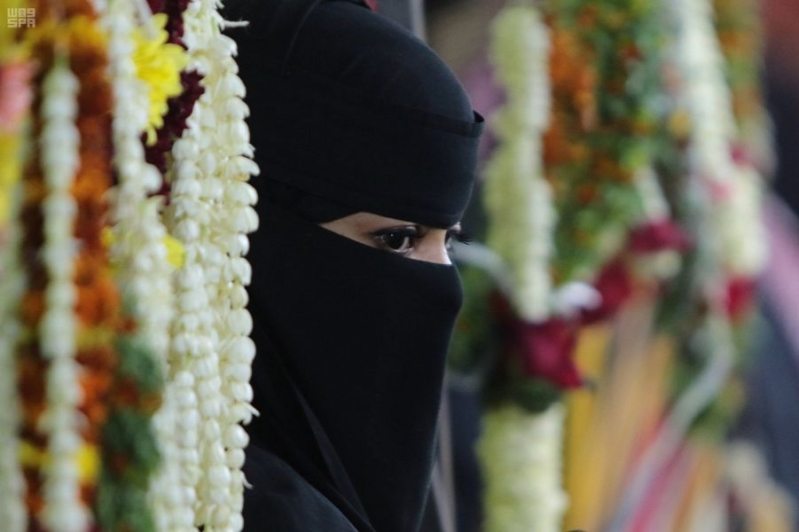 السعوديات جمال وأدب .. تحفظ بيتها وتصون زوجها وتعف لسانها