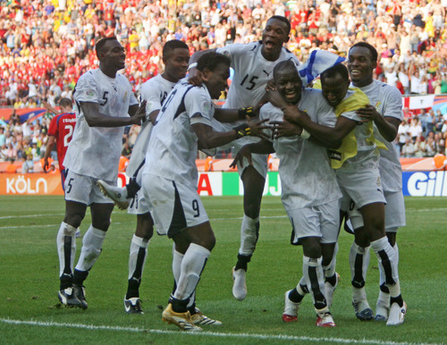 Ghana's Sulley Ali Muntari (3rd R) celebrates after scoring his team's second goal against the Czech Republic with team mates during their Group E World Cup 2006 soccer match in Cologne June 17, 2006.  FIFA RESTRICTION - NO MOBILE USE     REUTERS/Radu Sigheti   (GERMANY)
