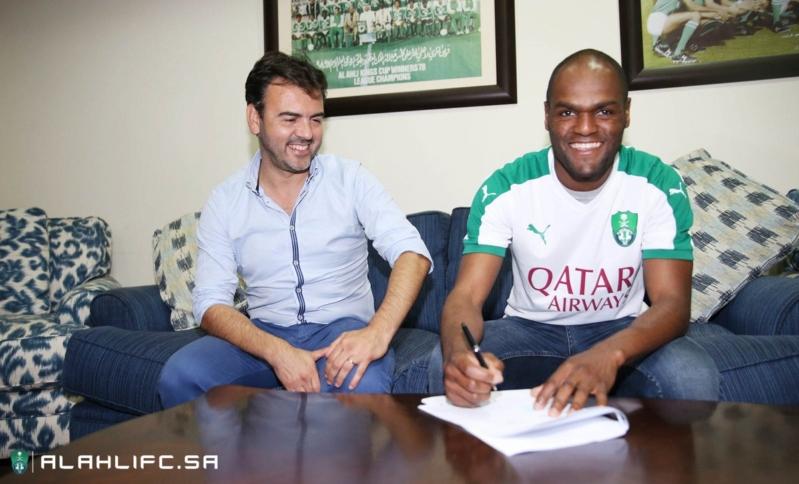 لبرازيلي لويز كارلوس ينضم إلى النادي الأهلي