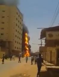 شاهد.. لحظة انفجار ناقلة غاز بأحد أحياء أم درمان بالسودان