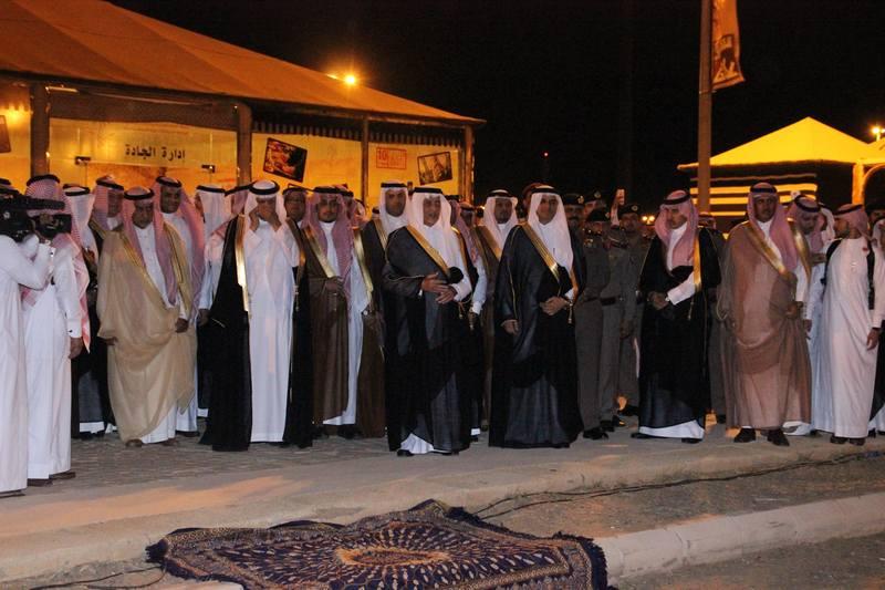 لحظة تلقي الأمير سلطان بن سلمان إتصالاً من الملك سلمان بن عبدالعزيز أثناء عرض مشهد منازل الكرام 2