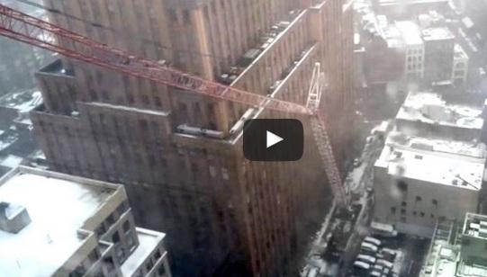 لحظة سقوط رافعة مانهاتن