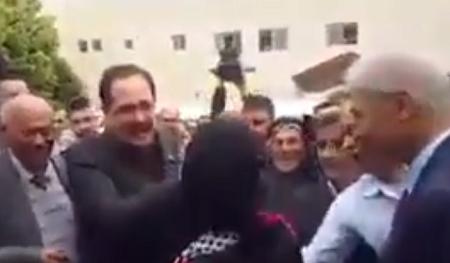 لحظة وصول الفلسطينية حنان الحروب أفضل معلمة في العالم لبلادها