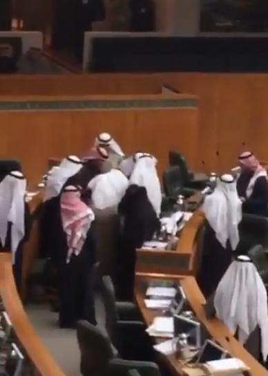 لحظة وفاة النائب #نبيل_الفضل خلال جلسة مجلس الأمة الكويتي1