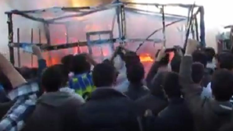 لحظة وقوع انفجار في مخيم كاليه الفرنسي للاجئين (فيديو