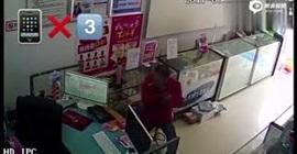 شاهد.. لص منحوس حاول سرقة نقود و3 هواتف من محل - المواطن